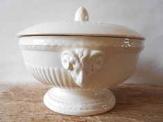 Wedgwood Edme creamware, a fabulous covered tureen or footed bowl with rams handles. Wedgwood off white ribbed decor, table centerpiece