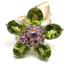 van cleef and arpels flower ring Peridot And Amethyst, Amethyst Bracelet, Peridot Jewelry, I Love Jewelry, Fine Jewelry, Van Cleef And Arpels Jewelry, Minerals And Gemstones, Yellow Gold Rings, Jewelery