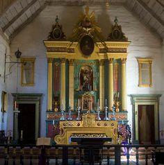 Interior de la iglesia de la mision de San José en California USA.