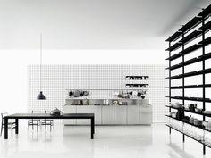 Cocina lineal de acero inoxidable K20 by Boffi | diseño Norbert Wangen