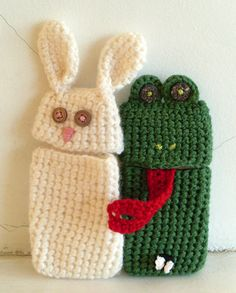 Omg, these are the cutest cell phone cases, definitely am going to make the frog!