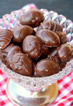 Slik lager du sukkerfri påskeegg - sjokoladekonfekt med krema melkefyll - LINDASTUHAUG Crazy Cakes, Stevia, Muffin, Sweets, Candy, Snacks, Breakfast, Desserts, Hygge