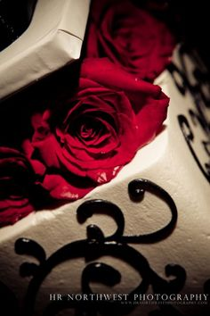 Love the red roses and the white and black designs on the cake