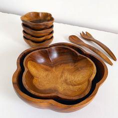Vintage #monkeypod wood #saladbowlset. Includes two serving bowls, four individual bowls and servers. 🥗 Monkey Pod Wood, Vintage Vogue Patterns, 1960s Kitchen, Cleaning Wood, Wood Bowls, Large Bowl, Salad Bowls, Vintage Children, Bowl Set