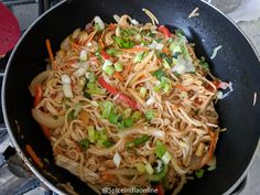 Schezwan Noddles - Schezwan Hakka Noodles — Spiceindiaonline Indo Chinese Recipes, Chinese Food, Indian Food Recipes, Vegetarian Recipes, Ethnic Recipes, Chowmein Noodles, Schezwan Noodles, Noodle Recipes, Chinese Cuisine