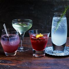 Shake up your drinks repertoire by giving gin the star treatment. Our quick and easy cocktail recipes can be created in moments, giving you more time to party. Fragrant Gin Cocktail Recipes and Inspiration For Karen Gilbert Easy Gin Cocktails, Beste Cocktails, Spring Cocktails, Craft Cocktails, Fun Drinks, Alcoholic Drinks, Summer Drinks, Beverages, Gin Drink Recipes