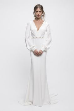 Israeli wedding dress designer Lihi Hod is known for combining timeless elegance inspired by the past with the contemporary, chic, and relaxed attitude of the present in her bridal gown designs. Here's a look at the Fall 2019 Lihi Hod wedding dress colle Western Wedding Dresses, Classic Wedding Dress, Wedding Dress Trends, Bridal Dresses, Wedding Gowns, Wedding Ideas, Israeli Wedding Dress Designer, Designer Wedding Dresses, Bridal Collection