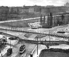 Berlin Wall Potsdamer Platz, 61 - a Streetcar to Nowhere  (c) 2001 Heiko Burkhardt, dailysoft.com
