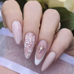 Bridal Nails Getbuffed Style Beautiful almond nails with hand-painted roses and swirls, glitter and Best Nail Art Designs, Fall Nail Designs, Bride Nails, Wedding Nails, Pretty Nails, Fun Nails, Cute Nails For Fall, Beste Tattoo, Nail Decorations