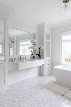 All white bathroom design ideas White Bathroom Designs, Bright Bathroom, Bathroom Interior Design, All White Bathroom, Elegant Bathroom, Bathroom Renovations, White Bathroom, Bathroom Flooring, Luxury Bathroom