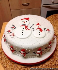 Frosty the snowman cake Christmas Cake Designs, Christmas Cake Pops, Christmas Cake Decorations, Christmas Sweets, Holiday Cakes, Christmas Cooking, Xmas Cakes, Christmas Snowman, Christmas Ideas