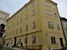 Praha, dům U Bílého slona v Thunovské, dům, ve kterém zřejmě od r. 1835 krátce bydleli Nerudovi Praha, Wikimedia Commons, Churchill, Multi Story Building