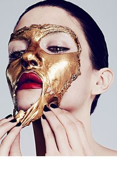 Metallic Peel via Harper's Bazaar   @flamingo_bobo