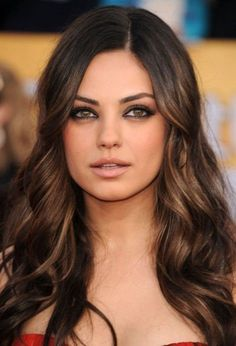 The Sexiest Woman Alive Mila Kunis Without Makeup ~ Damn . Pretty Hair Color, Hair Color Dark, Brown Hair Colors, Dark Hair, Level 4 Hair Color, Hair Colour, Brunette Makeup, Brunette Color, Brunette Hair