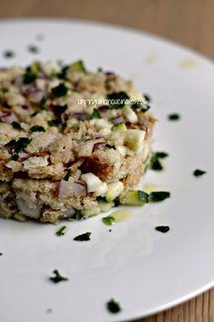Panzanella di zucchine e pomodori secchi con salsa allo yogurt   Un Pinguino in Cucina