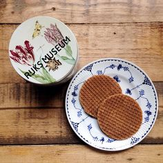 「 Time for a brew and a #stroopwafel, courtesy of the #rijksmuseum (I liked the tin) 」