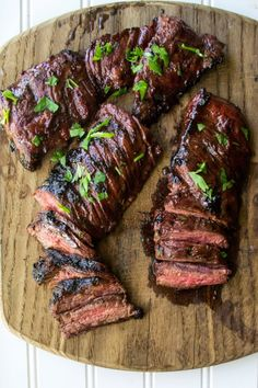This Cherry Habanero Grilled Flank Steak recipe is tender and melt-in-your-mouth delicious! Topped with an easy homemade habanero cherry BBQ sauce, this BBQ steak is full of flavor and one of my favorite summer grilling recipes. Bbq Flank Steak, Flank Steak Recipes, Grilled Steak Recipes, How To Grill Steak, Grilled Meat, Edamame, Brunch, Sin Gluten, Guacamole