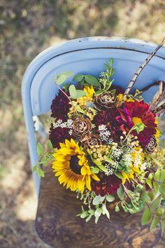 LOVE this flower arrangement for centerpieces. Inexpensive Wedding Flowers, Modern Wedding Flowers, Wedding Hair Flowers, Boho Wedding, Floral Wedding, Dream Wedding, Wedding Ideas, Boho Bride, Wedding Stuff