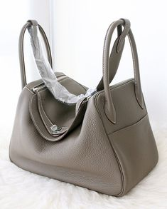 Hermes Lindy bag in grey leather.