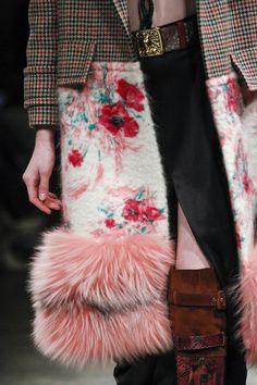 Prada Fall 2017 Ready-to-Wear Accessories Photos - Vogue Fashion Mode, Fashion 2017, Runway Fashion, Fashion Brands, Spring Fashion, High Fashion, Winter Fashion, Fashion Show, Womens Fashion