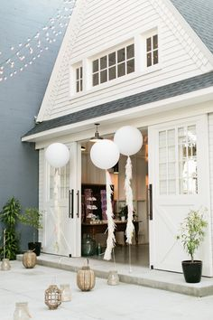 Balloons in the breeze! Jumbo Balloons, Outdoor Spaces, Outdoor Decor, Cottage Homes, Doorway, Backdrops, Living Spaces, How To Memorize Things, The Incredibles