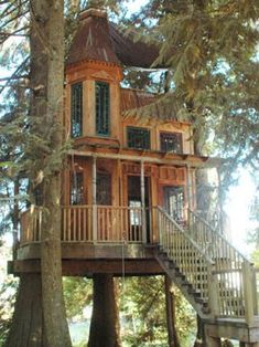 I would kind of be a little afraid of the house being in the tree. What if the tree fell from a bad storm? Style At Home, Future House, Outdoor Spaces, Outdoor Living, Outdoor Play, Beautiful Homes, Beautiful Places, House Beautiful, Cool Tree Houses
