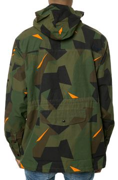 "The Geometry Anorak in Woodland "" Look Fashion, Mens Fashion, Fashion Design, Militar Jacket, Camouflage Patterns, Dazzle Camouflage, Outfits Hombre, Collection 2017, Field Jacket"