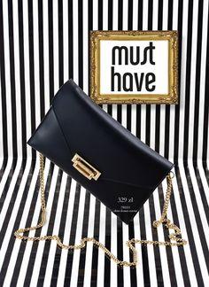 Najsłynniejsza torebka z łańcuszkiem to ta zaprojektowana przez Coco Chanel w 1955r. model 2.55! Obecnie łańcuszki przy torebkach, to jeden z najmodniejszych dodatków. W naszej kolekcji nie mogło zabraknąć takich modeli.