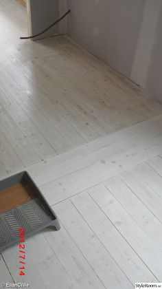 industrial home decor Plywood Plank Flooring, Timber Flooring, Flooring Ideas, Painted Wooden Floors, White Wooden Floor, White Washed Floors, Refinishing Hardwood Floors, Pine Floors, Industrial House