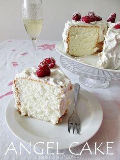 L'angel cake è una meravigliosa torta con soli albumi zucchero farina leggerissima e delicata è buonissima sia nature che decorata o farcita Angel cake