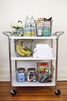 This: A Guest Room Cart Create a fun cart for overnight guests with snacks and extra toiletries! via Create a fun cart for overnight guests with snacks and extra toiletries! Guest Room Essentials, Travel Essentials, Bathroom Essentials, Vintage Bar Carts, Diy Home, Home Decor, Bar Cart Decor, Beautiful Mess, Beautiful Pictures