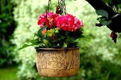 závěsný květináč-ryté kytičky-na objednávku!!!