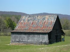 """Rock City (""""When You See Rock City, You See the Best"""") barn in DeKalb County, AL, with Sand Mountain in the background."""