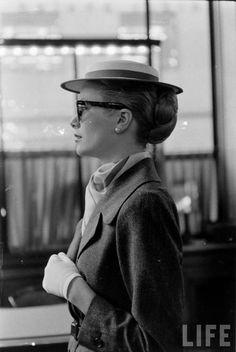 Grace Kelly. Date: March 1956. Photographer: Lisa Larsen.