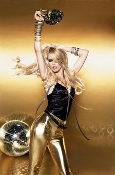 Claudia wearing big gold hoops - Claudia Schiffer Photo (19839833) - Fanpop Claudia Schiffer, Disco Party, Disco Ball, 70s Party, Top Models, Women Models, Disco Hose, Style Work, Look Fashion