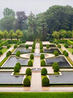 . . #TopiaryTuesday . Oheka Castle Gardens, Huntington, New York, USA . . This beautifully manicured formal garden with its sunken approach, massive topiaries, delicate fountains and shallow pools of reflecting water, is located at Oheka Castle, on the Gold Coast of Long Island, between New York and the Hamptons. . Designed in the early […]
