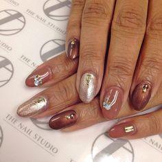 #fallcolors #gelpolish #bronze #rosegold #rhinestones #studs #oldenglish #nailart #naildesigns #notd #nailbling #nailitdaily #thenailstudiobyto