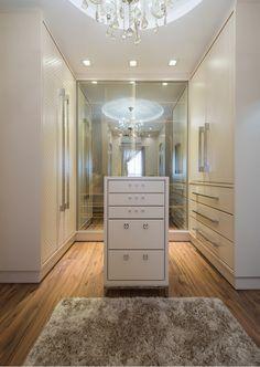 Closets com portas – veja modelos modernos e maravilhosos mais dicas! - Decor Salteado - Blog de Decoração, Arquitetura e Construção