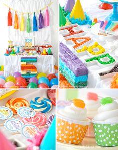 Una mesa muy festiva y alegre para una fiesta arcoiris / A festive and cheerful table for a rainbow party