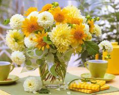 From breaking news and entertainment to sports and politics, get the full story with all the live commentary. Fall Flowers, Floral Flowers, Yellow Flowers, Flower Arrangements Simple, Floral Centerpieces, Birthday Horoscope, Photo Bouquet, Happy 21st Birthday, Apple Wallpaper Iphone