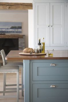 New Kitchen Colors Blue Grey Farrow Ball 19 Ideas Blue Kitchen Cabinets, Kitchen Cabinet Colors, Painting Kitchen Cabinets, Kitchen Colors, Upper Cabinets, Grey Cabinets, Farrow And Ball Kitchen, Banquette Design, Kitchen Colour Schemes