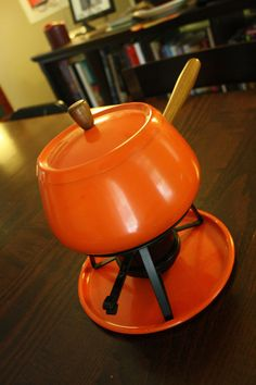 Orange fondue pot =}