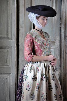 La Provençale, femme en Costume traditionnel d'époque