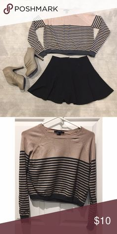 Tan & Black Striped Sweater Top This cute sweater is versatile and lightweight! It can be dressed up or down with long pants and boots or a skirt and ankle booties 👢 Tops
