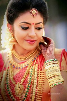 South Indian bridal jewellery Source by Kerala Jewellery, South Indian Bridal Jewellery, Saree Jewellery, Indian Wedding Jewelry, Indian Jewelry, Bridal Jewelry, Gold Jewellery, Indian Weddings, Gold Bangles