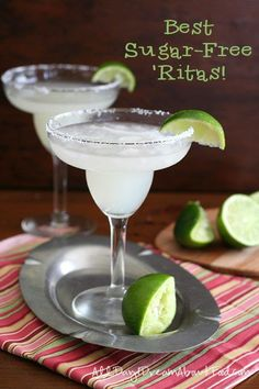 Low carb, sugar-free margaritas just in time for Cinco de Mayo. Fresh lime juice, tequila and a touch of orange extract for real margarita flavour without the extra carbs. 3g carbs! #keto #cocktails #sugarfree #margaritas #lowcarb #ketorecipes