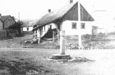 Stará kovárna a obecní studna na hořejší návsi.