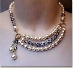 This design with chain instead of pearls Bead Jewellery, Wire Jewelry, Jewelry Crafts, Beaded Jewelry, Jewelery, Jewelry Necklaces, Beaded Bracelets, Costume Necklaces, Pearl Necklaces