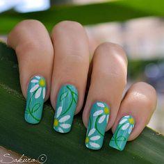 Nail Art by Sakurai - mint nails with Daisy flower details Mint Green Nails, Mint Nails, Green Nail Art, Great Nails, Fabulous Nails, Gorgeous Nails, Cute Nails, Nail Art Vert, Hippie Nails