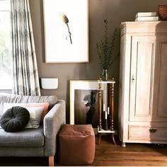 Bent Hansen at Home // Lovely living room with sophisticated vibes of velvet.  Photo: @tlpdd #NO.9pouf #velvet #benthansendesign #benthansen